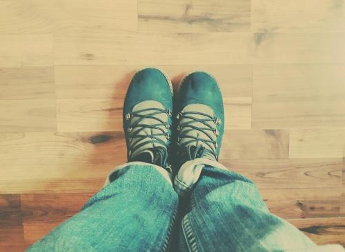 昆明正规医院阐述脚部白癜风患者应该穿什么鞋呢?